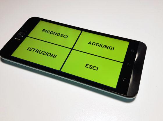 L'immagine raffigura un'applicazione realizzata dallo staff di vEyes ONLUS in esecuzione su uno smartphone Android