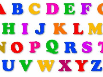 L'immagine mostra le lettere dell'alfabeto colorate