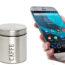 La foto mostra uno smartphone Android che inquadra due barattoli simili tra loro ma dal contenuto differente