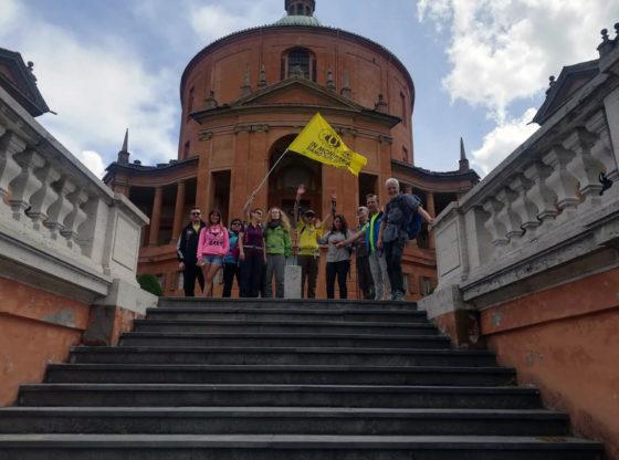"""La foto raffigura i partecipanti ad una escursione del progetto """"In montagna siamo tutti uguali"""""""